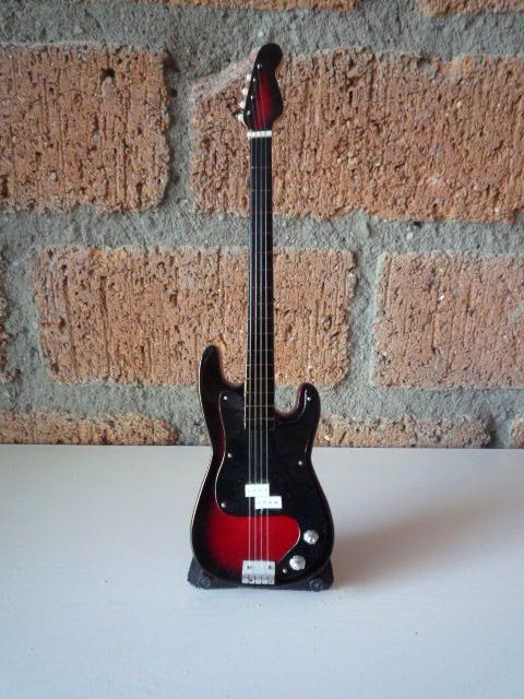 Miniatuur Precision Bass incl. stand (div. kleuren)-2451