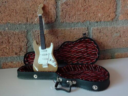 Miniatuur Stratocaster in koffer -3133