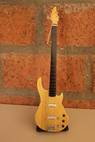Miniatuur 5 string Bass incl. stand-0