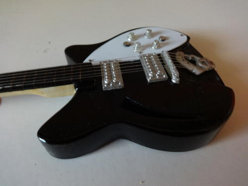 Miniatuur Rickenbacker met koffer (div. kleuren)-3141