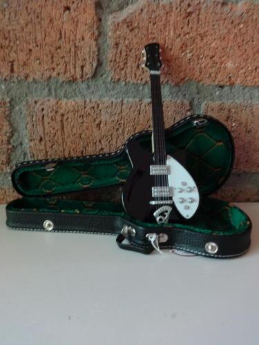 Miniatuur Rickenbacker met koffer (div. kleuren)-3140