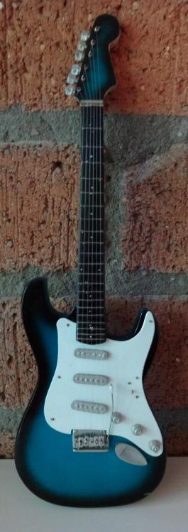 Miniatuur Stratocaster XL (34 cm)-0