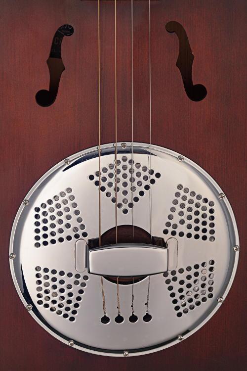 Akoestische cigar-box resonatorgitaar met vier snaren; massief sparren top, Cask-Puncheon BINNENKORT LEVERBAAR-5590